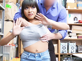 Latina babe fuck for stealing jewelry