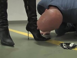 Lady Victoria Valente crushes toy cars in front of sub