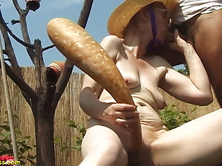84 years old mom outdoor fucked
