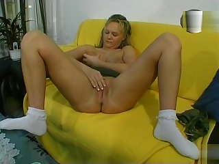 She Plays With Herself - Julia Reaves