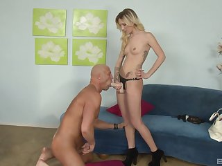 Dominant wife makes her man obey to the stiff strap-on