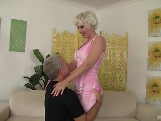 Mature Crystal Taylor with short hair fucked by a large shaft
