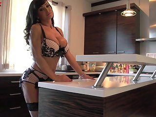 Horny voluptuous huge breasted MILF Lisa Ann gonna ride fat cock