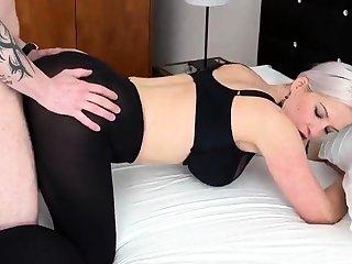 Heidi Hills gefickt in einem Hotelzimmer