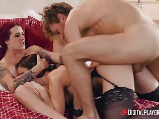 Aroused women share a big dick in energized threesome