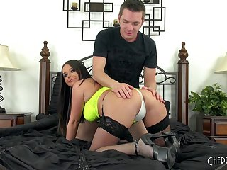 Mature with curves having wild sex on the bed - Rachele Richey
