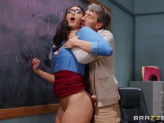 Older man deep fucks curvy student in the classroom
