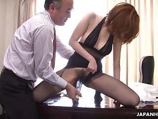 Kinky boss is toying hairy pussy of Japanese milf secretary in pantyhose Yuna Hirose