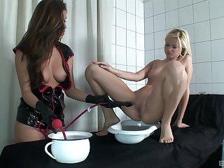 Naughty model Yasmine Gold enjoys poking orgasmic pussy of Peaches