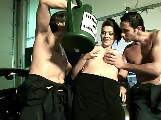 Fake boobs slut Jodi James enjoys getting dicked by two studs