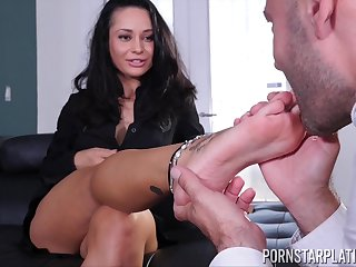 Busty Crystal Rush always enjoyed a good one on one action