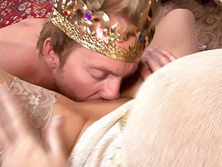 Kelly Madison is a sex queen ready for a king's obese Hawkshaw