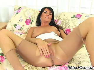 British milf Leah rubs her craving fanny for you