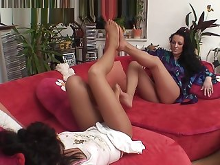 Girman Girls in Pantyhose Playing with Feet]]